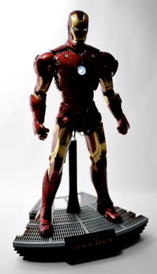 hot-ironman-vd-pose2-12.jpg