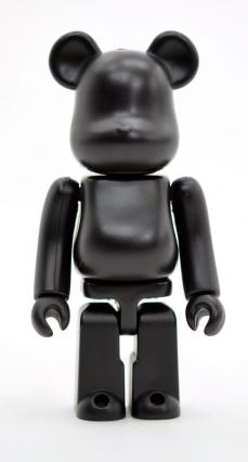 invincible-bearbrick-09.jpg