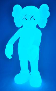 kaws-companion-5years-blue-03.jpg