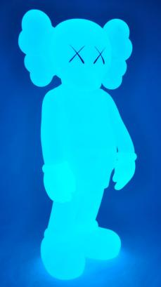 kaws-companion-5years-blue-05.jpg