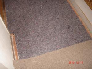 リビングと廊下のカーペットのジョイント部分
