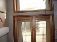 既存のキッチンの木の折れ戸のアップ
