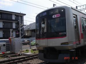 渋谷行きの東急東横線