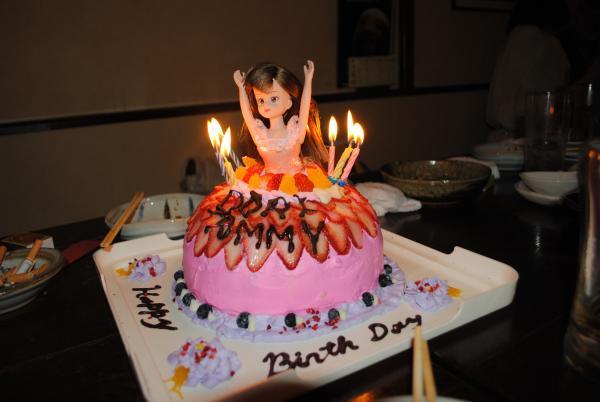 エリーちゃんドレスケーキ。私は何事も本気です(笑)