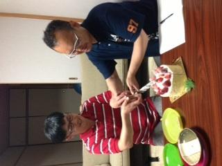 スタッフ誕生日ケーキ写真