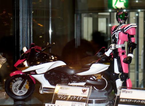 キャラホビ2010 S.H.Figuarts 仮面ライダーディケイド 激情態&マシンディケイダー