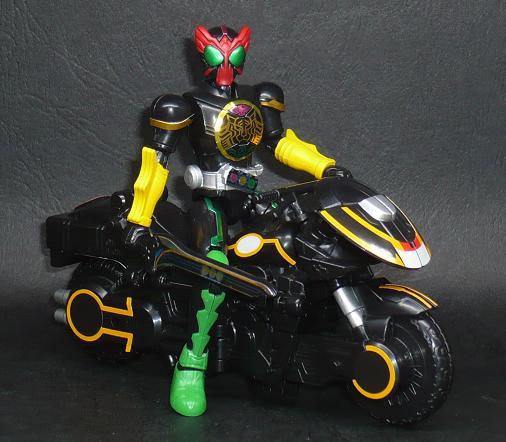 仮面ライダーオーズ タトバコンボ/ライドベンダー マシンバイクモード