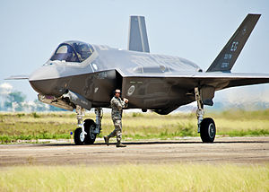 300px-First_F-35_to_arrive_at_Eglin_AFB_gets_the_order_to_taxi.jpg