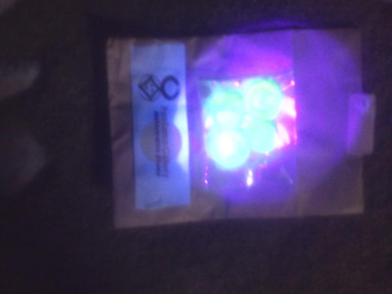 ウランガラスに紫外線照射