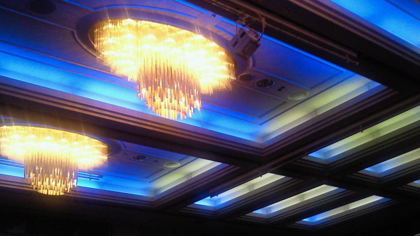 ホテルの天井?