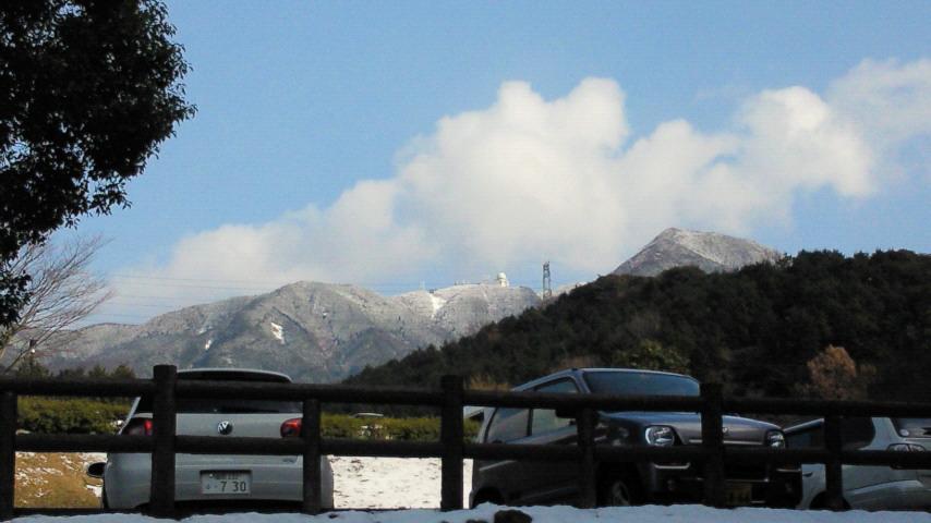 昭和の森から三郡山縦走路を望む