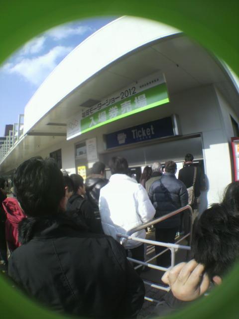 入場券売り場の行列