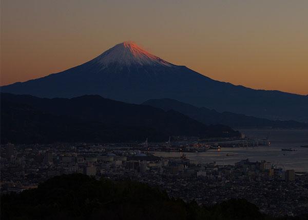 日本平から黎明の富士