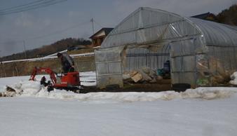 ハウス前の除雪