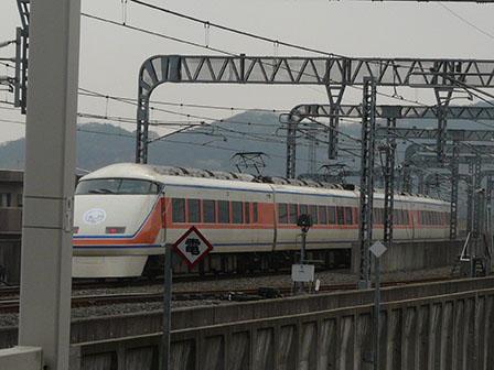 栃木駅 東武100系電車