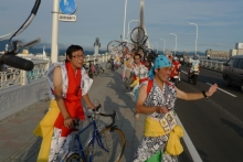 ばんちゃんの旅案内 -日本全国自走の旅--見送る跳人チャリダー