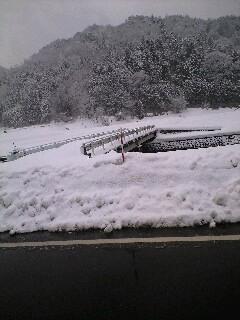 雪で渡れない橋