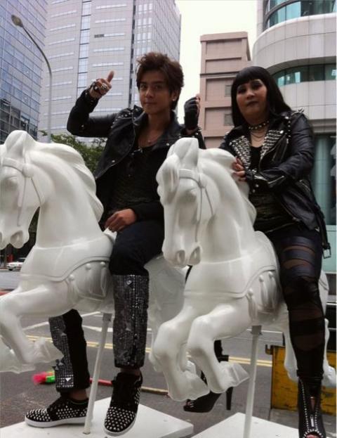 20101210Show01.jpg