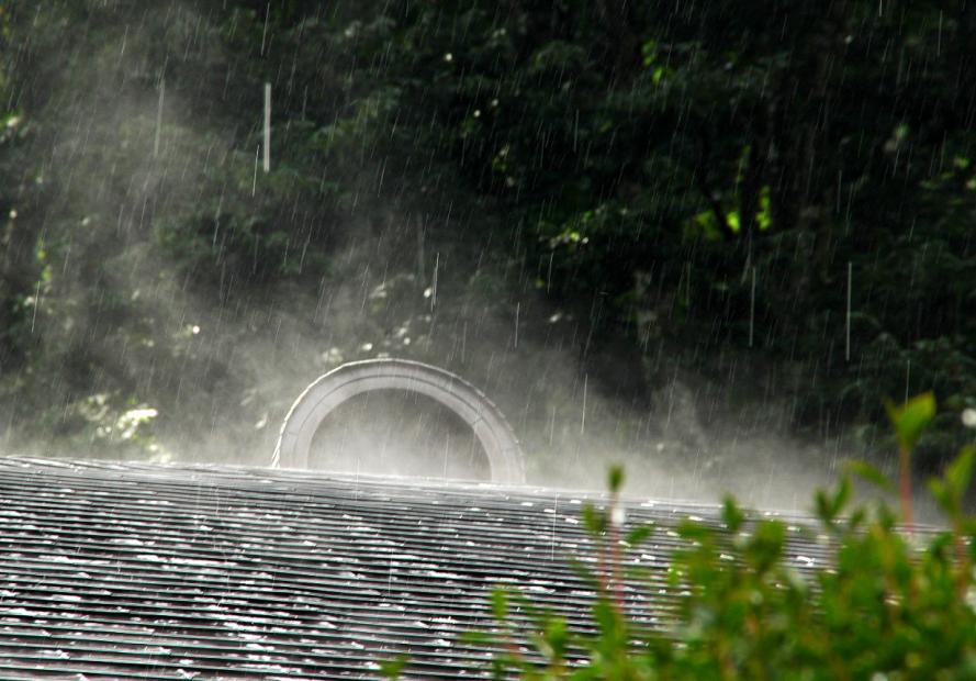 2011 07 01 山寺 突然の雨s
