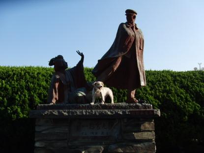 貫一お宮の銅像