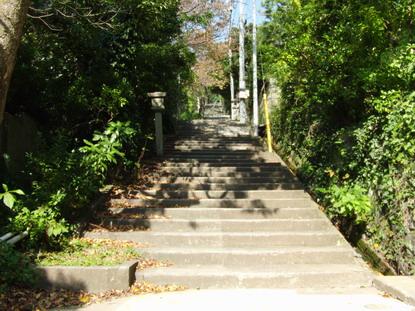 伊豆山神社に続く階段