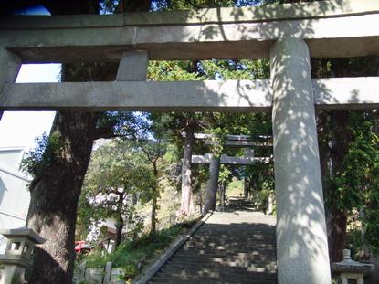 伊豆山神社の長い階段