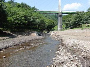 松川湖の小川