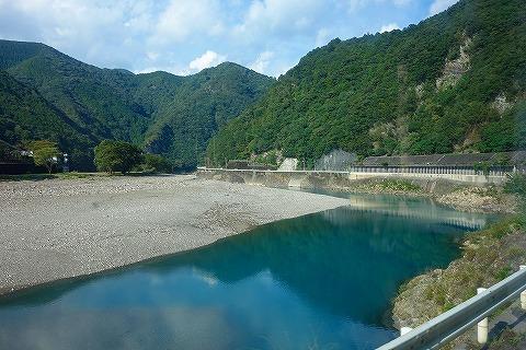 熊野川の清流