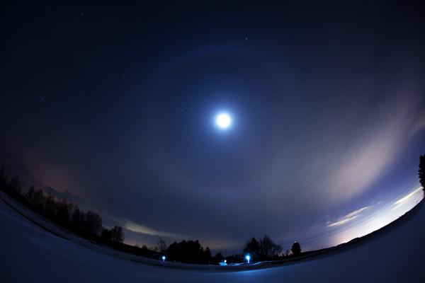 月の暈(かさ)