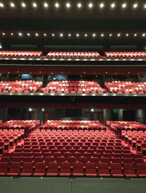 和田琢磨さんのブログより舞台から見た客席