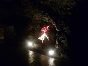 お山公園洞窟