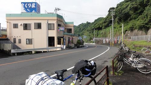 国道269号沿い山川駅前のくり屋