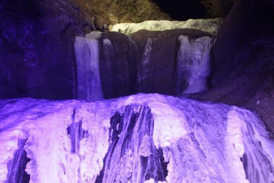 氷結した袋田の滝1