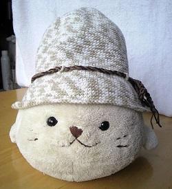 2013080607夏糸帽子しろたんの上