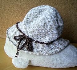 2013080607夏糸帽子しろたんの上で横