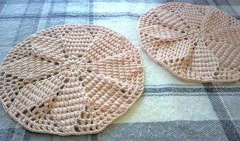 20131107毛糸の座布団スターアニスベージュ紅過程1