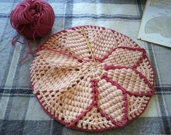 20131107毛糸の座布団スターアニスベージュ紅過程2