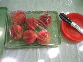 食べ放題の桃