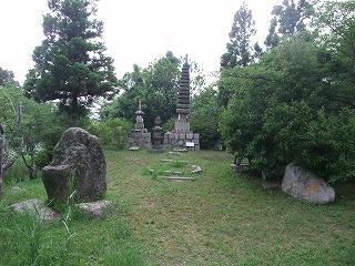 覚仁親王墳墓