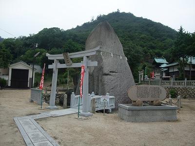 玉比神社玉石(立石)