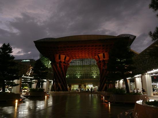 夜の金沢駅