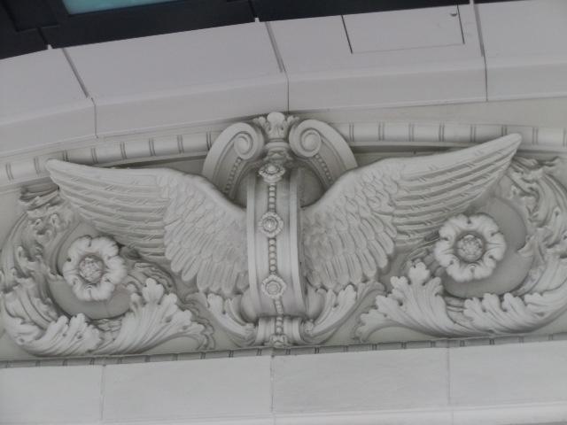 車輪と羽のテラコッタ