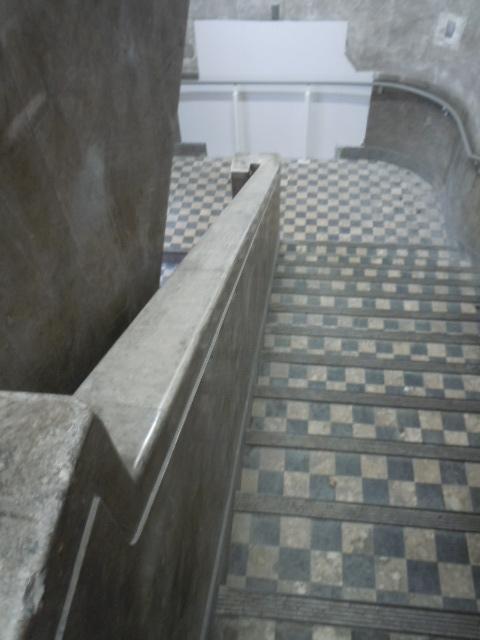南海ビルディング 階段1