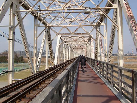 城東貨物赤川橋梁2013-01