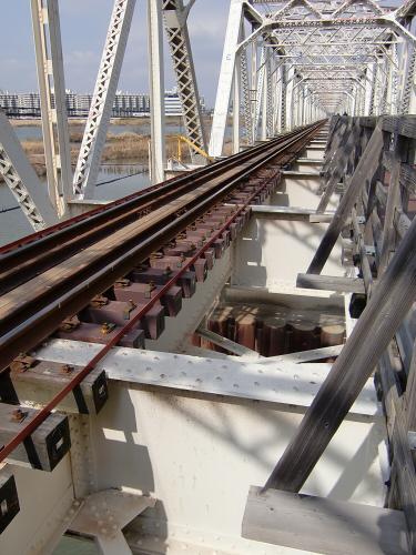 城東貨物赤川橋梁2013-04