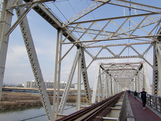 城東貨物赤川橋梁2013-05