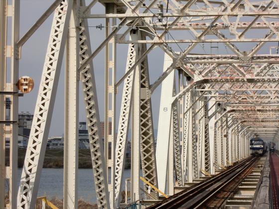 城東貨物赤川橋梁2013-06