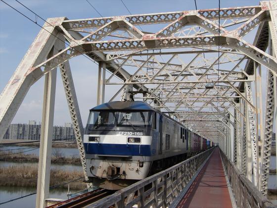 城東貨物赤川橋梁2013-08