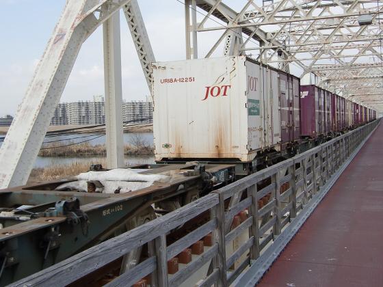 城東貨物赤川橋梁2013-09