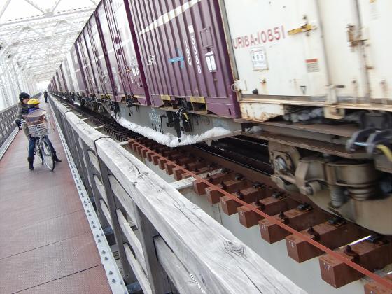 城東貨物赤川橋梁2013-10
